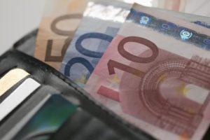 Επίδομα 800 ευρώ : Σε δύο δόσεις οι πληρωμές στις ειδικές κατηγορίες