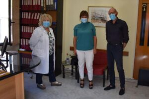 """Επίσκεψη Φρόσως Καρασαρλίδου στο Κέντρο Υγείας Βέροιας – """"Να ενισχυθεί άμεσα η Πρωτοβάθμια Φροντίδα Υγείας"""" ζητάει η Βουλευτής"""